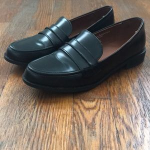 Universal thread Quinn loafers